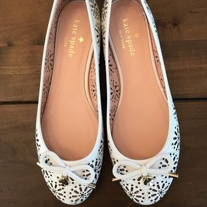 Kate Spade New York white walsy 6.5M flats